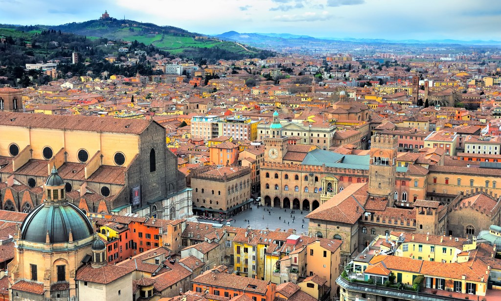 Italy, Bologna view from Asinelli tower.; Shutterstock ID 10390252; PO: Shutterstock; Job: Shutterstock Groupon global relicense 5000